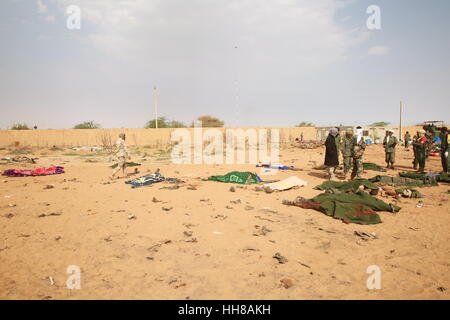 Gao, Mali. 18th January 2017. Photo taken on Jan. 18, 2017 shows the bodies of victims at a car bomb attack site - Stock Photo