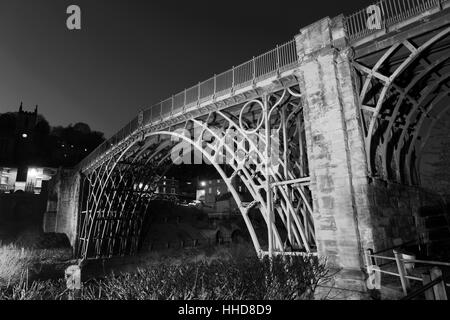 The first cast iron bridge in the world, crossing the river Severn, Coalbrookdale, Ironbridge town, Shropshire County, - Stock Photo