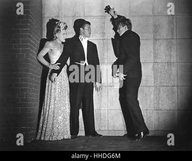 THE MAD GHOUL 1943 UNiversal Pictures horror film with from left: Evelyn Ankers, Turhan Bey and David Bruce - Stock Photo