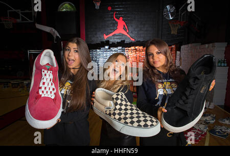 Boca Raton, USA. 18th Jan, 2017. The Chicks with Kicks: Dakota, Ariana and Dresden Peters at their home in Boca - Stock Photo