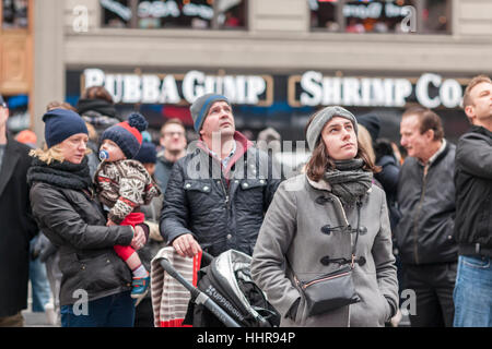 New York, USA. 20th Jan, 2017. Visitors to Times Square in New York view the inauguration of Donald Trump as the - Stock Photo