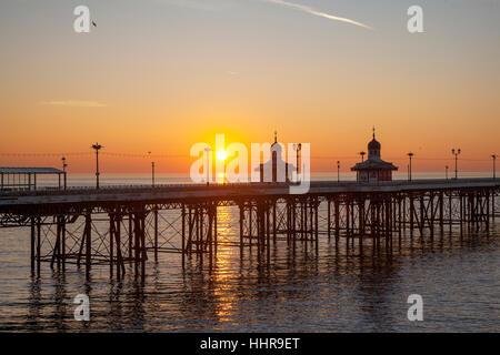 Blackpool, Lancashire, UK. 20th January, 2017. UK Weather. Sunset  over the Irish Sea and North Pier. Credit; MediaWorldImages/AlamyLiveNews - Stock Photo