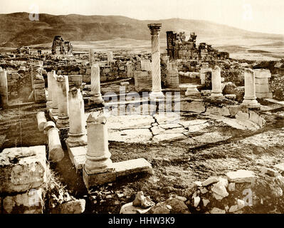 Volubilis.  Vue d'ensemble de le Grand Bassin. It is a partly excavated Berber and Roman city. ( see remains of - Stock Photo