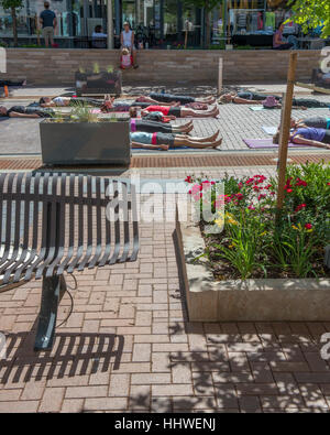 Outdoor yoga class, Cherry Creek North. Denver. Colorado. USA - Stock Photo