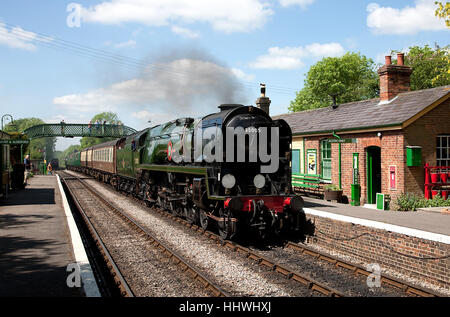 BR 'Merchant Navy' 4-6-2 No. 35005 'Canadian Pacific' arrives at Medstead and Four Marks, Mid-Hants Railway - Stock Photo