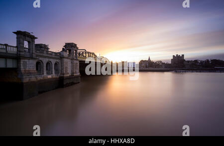Rochester Bridge over the River Medway looking towards Rochester Cathedral at dawn. - Stock Photo
