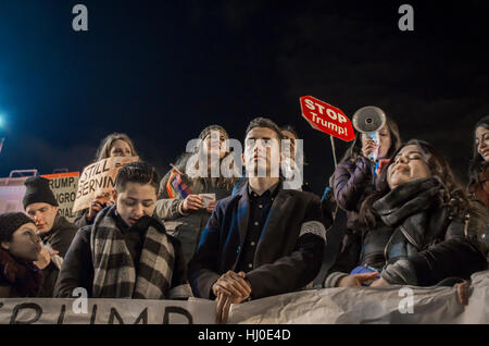 Madrid, Spain. 20th Jan, 2017. Hundreds of people of different nationalities gathered at Puerta del Sol in Madrid - Stock Photo