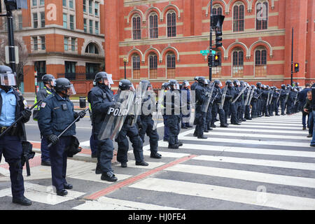 Washington, DC, USA. 20th January, 2017. Demonstrations on inauguration day.  Police cordon off Avenue K, and 13th - Stock Photo