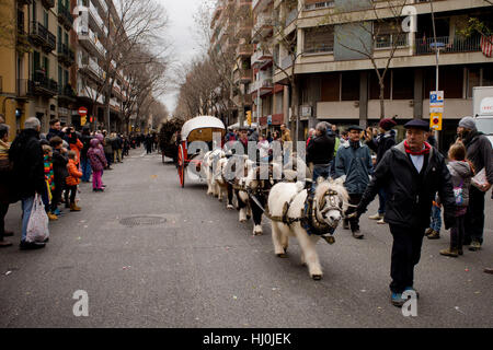 Barcelona, Catalonia, Spain. 21st Jan, 2017. A carriage pulled by ponies goes by Barcelona streets during the Cavalcade - Stock Photo