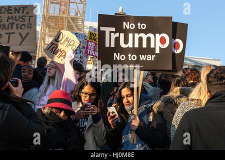 London, United Kingdom, 21st January 2017: Following Donald Trump's inauguration on 20th January, 100,000 protesters - Stock Photo