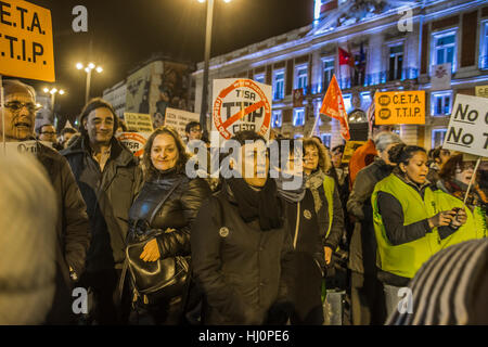 Madrid, Spain. 21st Jan, 2017. Demonstration of dignity march  in puerta del sol, The dignities march are social - Stock Photo