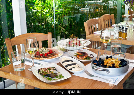 Europe greece athens nea kifissia almira restaurant for Apollon greek and european cuisine