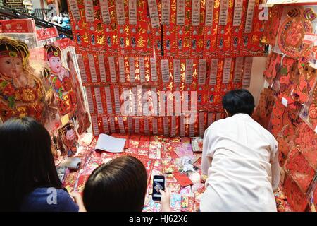 (170122) -- BANGKOK, Jan. 22, 2017 (Xinhua) -- Customers look at couplets and other decorative items for the upcoming - Stock Photo