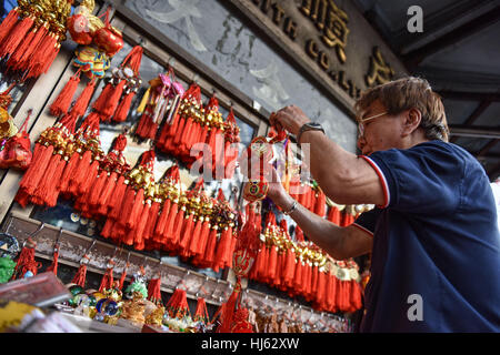 (170122) -- BANGKOK, Jan. 22, 2017 (Xinhua) -- A street stall owner prepares to sell decorative items for the upcoming - Stock Photo
