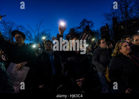 New York, USA. 25th January, 2017. Hours after President Donald Trump signed executive orders to begin building - Stock Photo