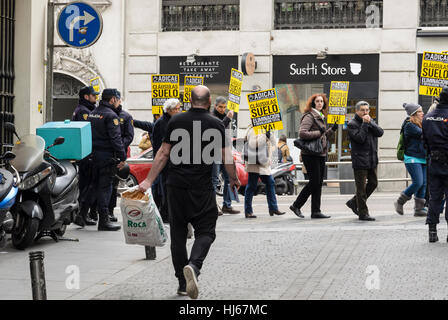 Madrid, Spain. 26th January, 2017.  Mass meeting of affected public against the banking abuse floor clause in Gran - Stock Photo