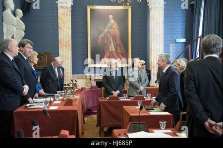 Paris, France. 26th Jan, 2017. The German president Joachim Gauck (3-R) visits the Academie Francaise in Paris, - Stock Photo