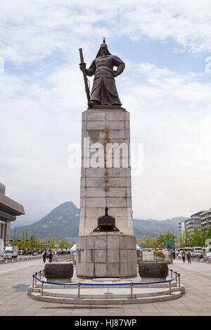 Bronze statue of Admiral Yi Sun-Shin at the Gwanghwamun Square in Seoul, South Korea, viewed from the front. - Stock Photo
