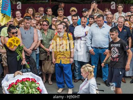 Dnepropetrovsk, Ukraine - June 30, 2016: Near the morgue building people say goodbye to Ukrainian baritone singer - Stock Photo
