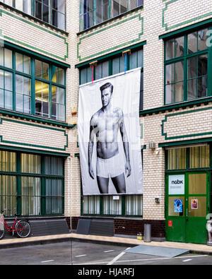 Berlin, Kreuzberg. nGbK - neue Gesellschaft für bildende Kunst art gallery courtyard with sports related art works - Stock Photo