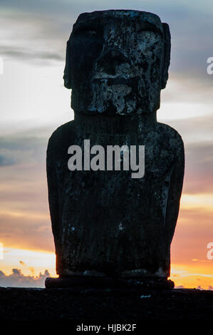 Sunrise on Moai at Tongariki ceremonial platform in Easter Island.Tongariki is the largest platform (Ahu) with 15 - Stock Photo