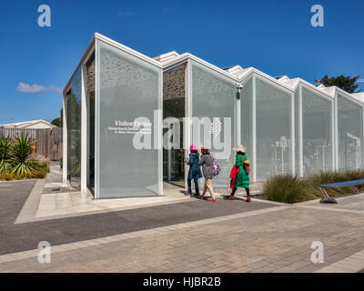 Visitors entering the new Visitor Centre, opened in 2014, in the Botanic Gardens, Christchurch, New Zealand. - Stock Photo