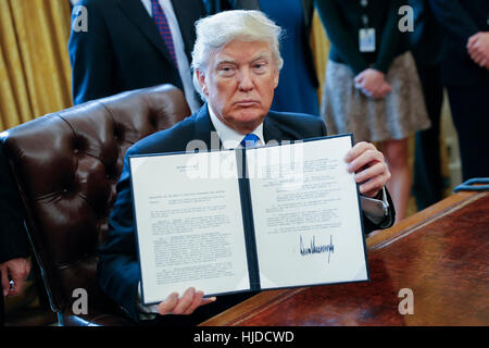 Washington, USA. 24th Jan, 2017. US President Donald Trump displays one of five executive orders he signed related - Stock Photo