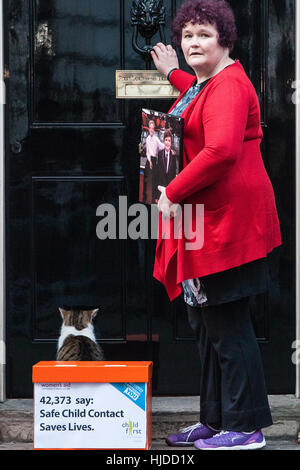 London, UK. 24th January, 2017. Claire Throssell, whose children were killed by her abusive ex-husband in 2014, - Stock Photo