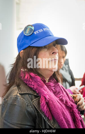 Melville, New York, USA. 24th January 2017. ANDREA ROSS BOYLE, of Dix Hills, is wearing a 'WE'RE STILL HERE' blue - Stock Photo