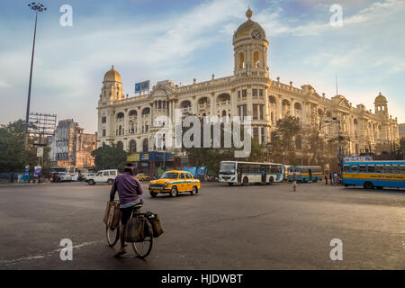 Indian city road at Esplanade Dharmatala Kolkata an important landmark with a mix of heritage buildings and architecture. - Stock Photo