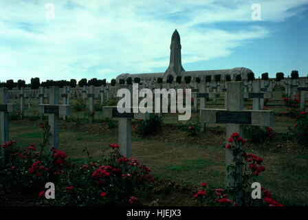 AJAXNETPHOTO. DOUAUMONT,NR.VERDUN, FRANCE. WORLD WAR I NATIONAL CEMETERY FOR FRENCH SOLDIERS WHO FELL IN THE BATTLE - Stock Photo