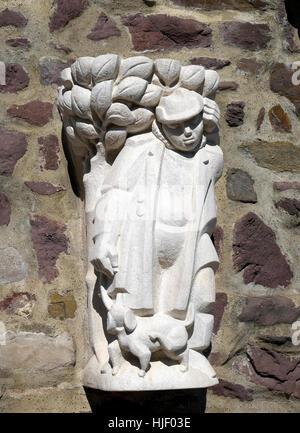 Lusebencke, Magdeburg originals on the city wall, sculptor Eberhard Roßdeutscher, Magdeburg, Saxony-Anhalt, Germany - Stock Photo