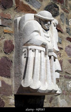 Fliejentuten-Heinrich, Magdeburg originals on city wall, sculptor Eberhard Roßdeutscher, Magdeburg, Saxony-Anhalt, - Stock Photo