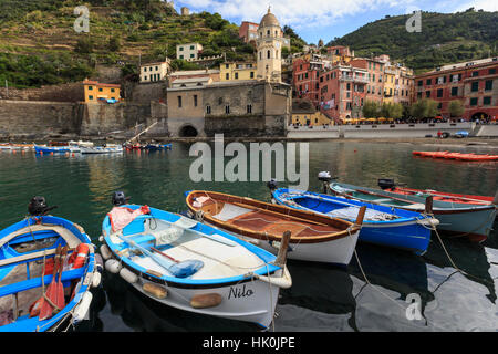 Colourful village houses and boats in harbour, Vernazza, Cinque Terre, Ligurian Riviera, Liguria, Italy - Stock Photo