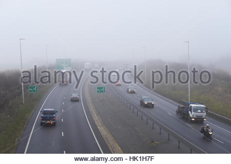 Black Cat Roundabout, Chawston, UK. 25th Jan, 2017. Motorists contend with thick fog as they approach the Black - Stock Photo