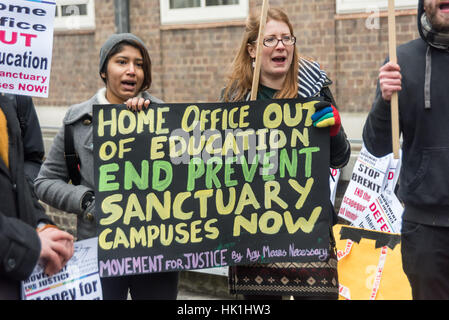 London, UK. 25th January 2017. Movement for Justice and NUS London protest outside SOAS calling for justice for - Stock Photo