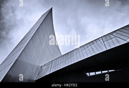 Lines of war: the roof-line of the Imperial War Museum (north) at Salford Quays, Manchester - Stock Photo