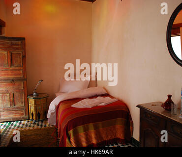 Traditionally furnished morokkan room in guesthouse Dar el Hana Fez Morocco - Stock Photo