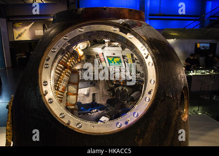 London, UK. 26 January 2017. View inside the spacecraft. The Science Museum unveils the Soyuz TMA-19M descent module, - Stock Photo