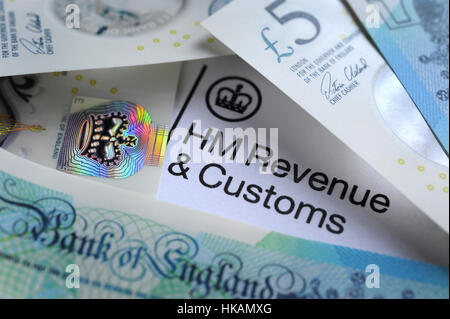 HM REVENUE AND CUSTOMS LETTER HEAD WITH BRITISH MONEY RE HMRC TAX TAXES INCOME WAGES YEAR SELF ASSESSMENT FORM  - Stock Photo