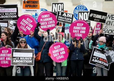 Washington, DC, USA. 27th January, 2017.Thousands of pro-life activists march from the National Mall to the Supreme - Stock Photo