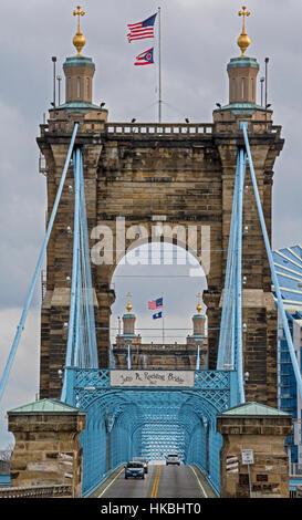 Cincinnati, Ohio - The John A. Roebling suspension bridge spans the Ohio River, connecting Cincinnati with Covington, - Stock Photo