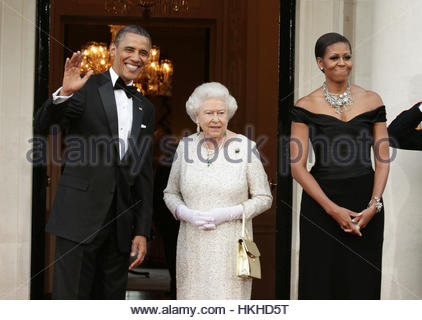 File photo dated 25/5/2011 of US President Barack Obama and First Lady Michelle Obama welcome the arrival of Queen - Stock Photo