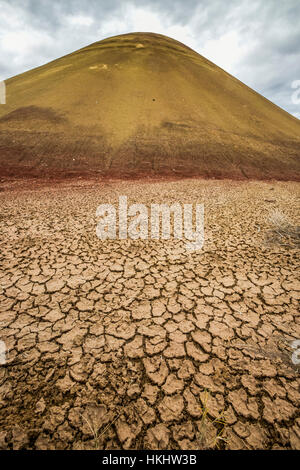 Ancient hill of Montmorillonite Clay, with cracking mud,in the Painted Hills, John Day Fossil Beds National Monument, - Stock Photo