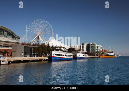Navy Pier Chicago with boats - Stock Photo