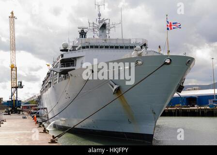 HMS Bulwark, Albion Class amphibious landing and assault ship. - Stock Photo