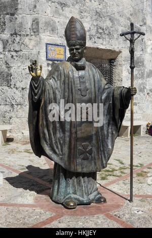 Colombia, Cartagena, Pope John Paul II statue - Stock Photo