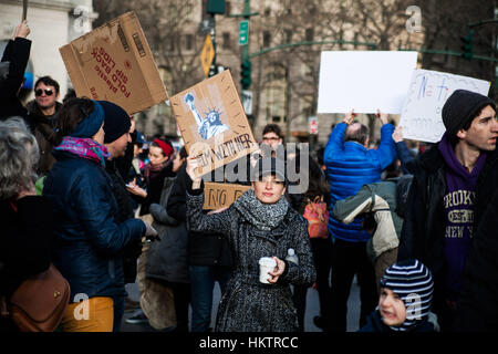 New York City, USA. 29th Jan, 2017. Protestors demonstrate against American President Donald Trump's immigration - Stock Photo