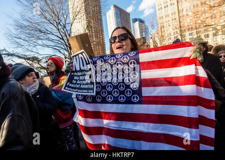 New York City, USA. 29th Jan, 2017. March & Rally: We Will End the Refugee & Muslim Ban. Thousands of New Yorkers - Stock Photo