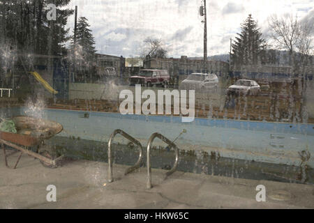 Moscow, Idaho, USA. 17th Nov, 2016. The community center at the Syringa Mobile Home Park has been closed and the - Stock Photo